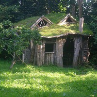 David / A seriously cute wooden playhouse