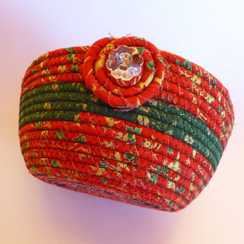Christmas Coiled Fabric Basket Rope Basket - Red Green