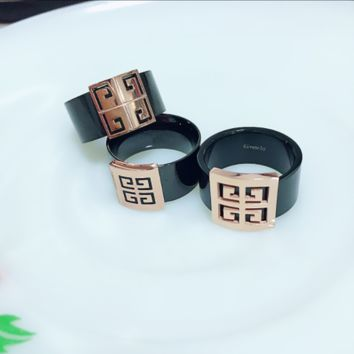 Giverchy:Wide version of the Great Wall back to the red steel ring ring finger fashion simple temperament index finger middle finger ring