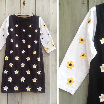 Vintage dress | 90s daisy print two tone knit A line tunic dress