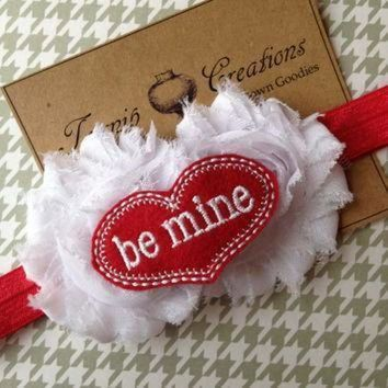 DCCK1IN valentines white shabby frayed flowers with felt be mine conversation heart on red hea
