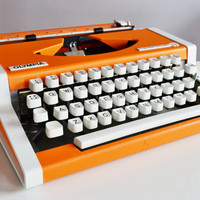 Vintage 1970s ORANGE Olympia Traveller de LUXE Typewriter - working - DESIGN - portable