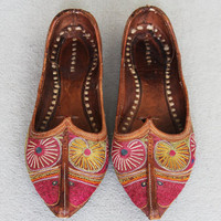 Traditional handmade Moroccan shoes / Chaussures traditionnelles marocaines