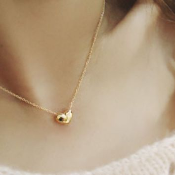 2017 New Tiny Elegant Small Gold Love Heart Short Necklace Pendants Present Gift  =10330194762