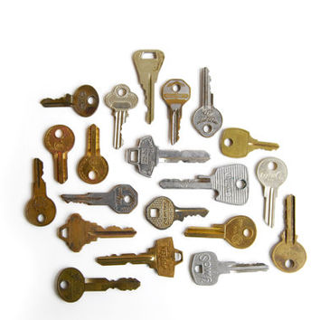 FREE SHIPPING Upcycled Vintage Key Magnets, 5pc Set