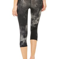 Airbrush Capri | Women's Bottoms | ALO Yoga
