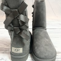 UGG BAILEY BOW SHORT BOOTS IN GREY