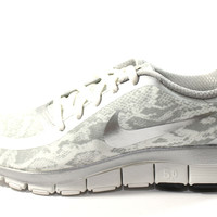 Nike Women's Free 5.0 v4 Printed White/Silver Running Shoes 695168 002