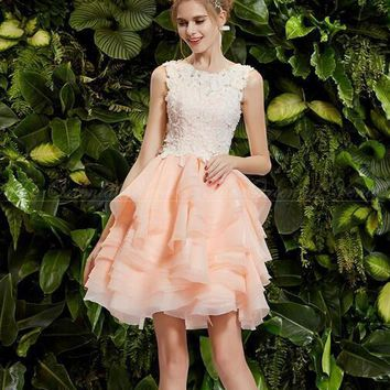 Sweet Coral Short Cocktail Dresses 2017 White Lace Appliques Tiered Ruffles See Through Homecoming Party Gowns Prom Dresses
