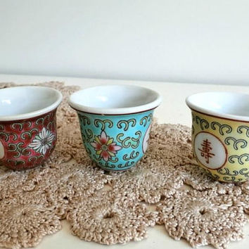 Tiny Chinese Porcelain Cups, Teacups, Alcohol cups, Shot cups,  3 Colorful Chinese Rose Famille Cups, Vintage Porcelain, Christmas gift
