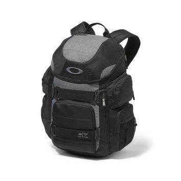Oakley Enduro 30L 2.0 in Blackout | Oakley