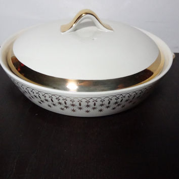 Vintage Hall China Flare-Ware Gold Lace Casserole Dish w/ Lid - Holiday, Christmas Bakeware/Serveware
