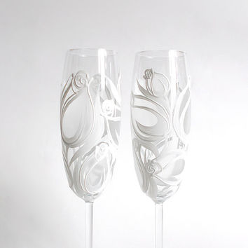 Wedding glasses- White Frosted Tulips. Hand painted. Personalized. Champagne glasses. Champagne Flutes. Set of 2. White. Frost.Wedding Toast