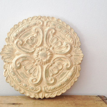 Round Shabby Chic Ceramic Wall Plaque   Decorative Wall Art