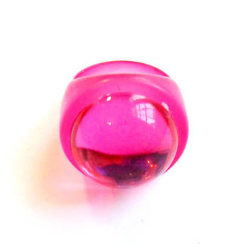 Vintage Hot Pink Bubble Ring - Chunky Acrylic Plastic - Domed Reflective Cabochon - Raver Rave Wear - Size 7 - Candy Colors - Neon Pink