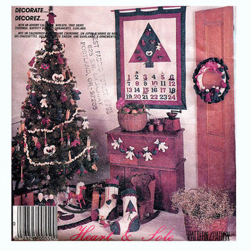 Country Folk CHRISTMAS DECOR Wreath Tree Skirt Stockings Nativity Ornaments Garland Advent Calender McCalls 3279 UNCUT Craft Sewing Pattern