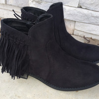 Round toe, fringe accent boots