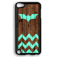 Bat And Chevron On Dark Wood iPod Touch 5 Case