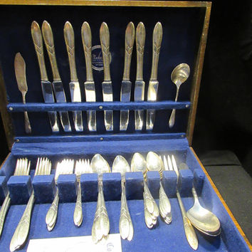 Lady Hamilton Silverplate 1932 Community by Oneida, Silverplate Flatware, Service for 8 , 53 pieces   (1565)