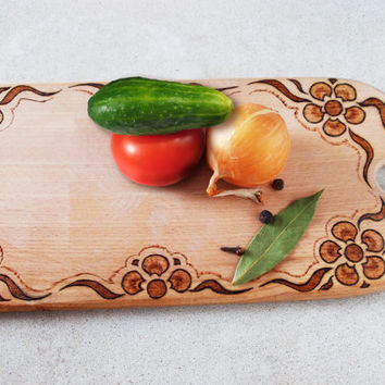 Kitchen board with burning pattern, cutting board, housewarming board, hostess gift, handmade, flower ornament, for her, wood burning