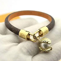 LV Louis Vuitton Stylish Women Delicate Pearl Leather Bracelet Hand Catenary