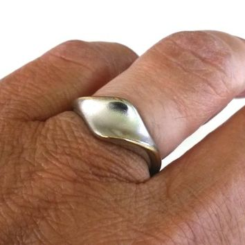 Vintage Modernist Matte Silver Tone Band Ring Size 7  1980s