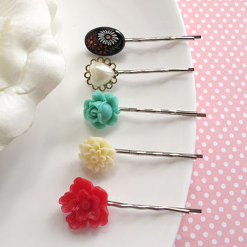 Vintage Hair accessories. Japanese Vintage cabochon, Red Japanese Sakura, Green Rose bud, Cream Chrysanthemum Flower. Floral Hair pins