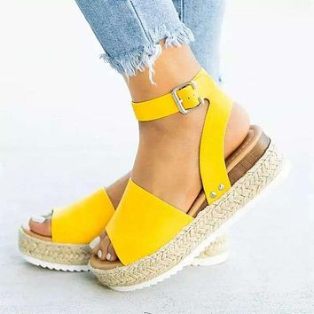 Fashion Sandals Woman Sawdust Large Size Toe Sandals Women's Flat-soled Sandals Yellow