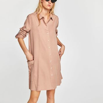 FLOWING DRESS WITH CONTRASTING TRIM DETAILS