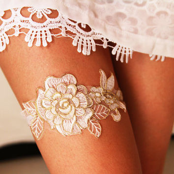 Bridal Garter Wedding Garter Bridal Lace Garter - Soft White / Ivory /Antique White & Gold Golden Rose Flower Bohemian Wedding Garter Gold