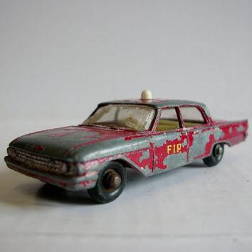 Vintage 1960s Toy Car - Lesney Matchbox No 59b Ford Fairlaine Fire Chief Car