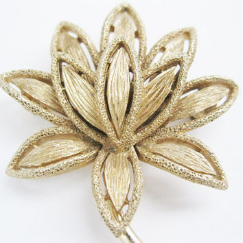 Avon Brooch Flower Design Goldtone Pin Vintage