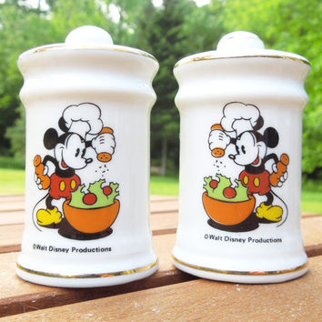 Mickey Mouse salad salt and pepper shakers - Porcelain salt and pepper set with Mickey Mouse and salad - From Walt Disney Productions