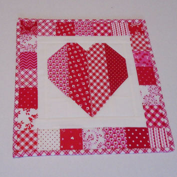 Valentine Quilted Table Topper, Quilted Table Runner, Patchwork Heart Table Quilt,  Mini Quilt, Valentine Decor, Valentine Hearts Quilt
