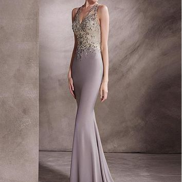 [184.27] Junoesque Chiffon V-neck Neckline Mermaid Evening Dresses With Beaded Embroidery - dressilyme.com