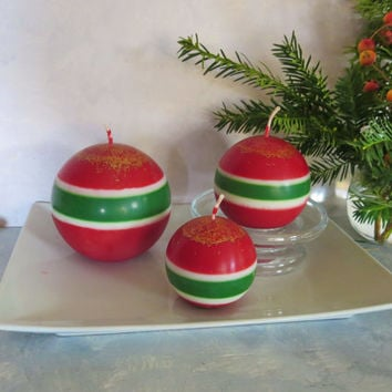 Christmas ball soy candles, earth friendly Christmas ball candles, Christmas sphere candles with golden sparkles.