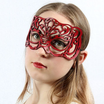 "Masquerade mask in red leather ""Victoriana"""