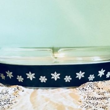 Pyrex White Snowflakes on Charcoal Divided Baking Dish, Pyrex Snowflake Cinderella, Black Snowflake Pyrex, White Snowflake Pyrex