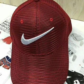 Gotopfashion Nike spring and summer baseball caps are made of special fibers, which are shaded and breathless.