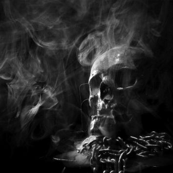 Skull in the dark with smoke and chains - Airbrush Stencil