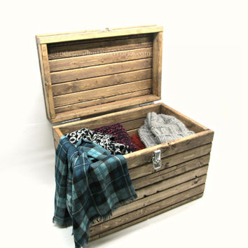 Rustic Wooden Storage Box with Lockable Latch - Small Wood Chest with Lid - Medium Acc & Rustic Wooden Storage Box with Lockable from Independent BoxWorks