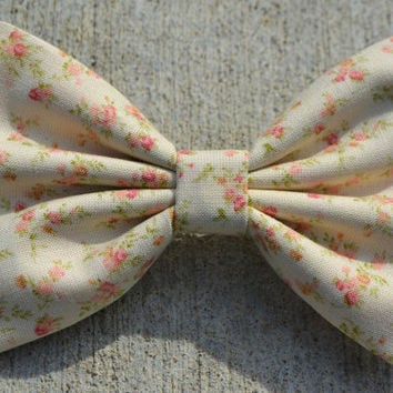 Creme Vintage-Look Floral Hair Bow