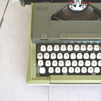 Sears Newport Manual Typewriter Vintage 1960s Avocado Olive Green Carrying Case White Keys