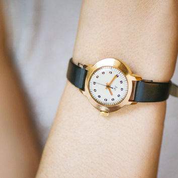Modern women watch gold plated, minimalist lady watch Ray, her watch elegant accessory, lady watch oval mid size, new premium leather strap