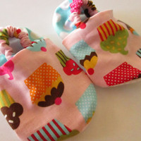 Cupcake Baby Girl Shoes / Cupcake Baby Booties / Baby Slippers / Sizes available from 0 - 24 months