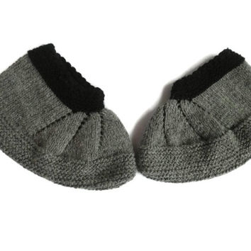 Traditional Bulgarian Hand knitted ladies slippers. FREE Shipping