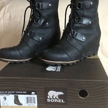 EUC Box SOREL JOAN OF ARCTIC WEDGE MID BOOTS BLACK GRILL 9 Leather Ankle Moto