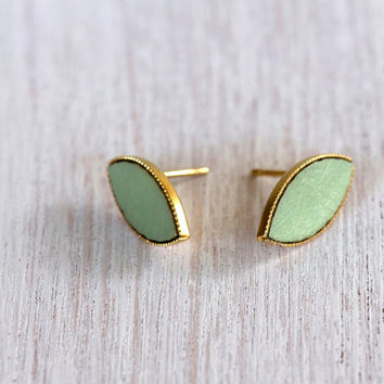 earring. stud earrings, mint color earrings, small stud earrings.Pistachio shade pendant.