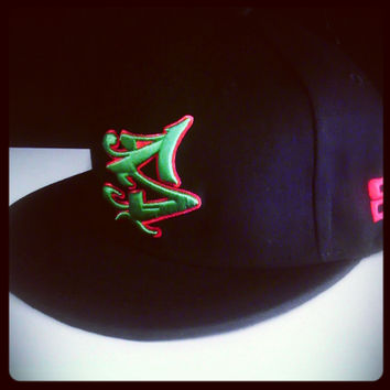 S LOGO SNAPBACK IN BLACK/GREEN
