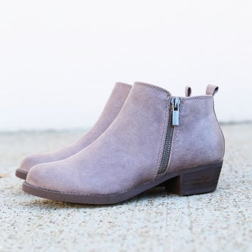 Wrangler By Restricted Footwear {Taupe}